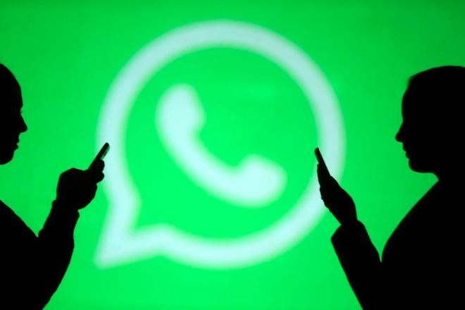 A simple alternative to recover deleted photos on WhatsApp appeals to personal relationships.