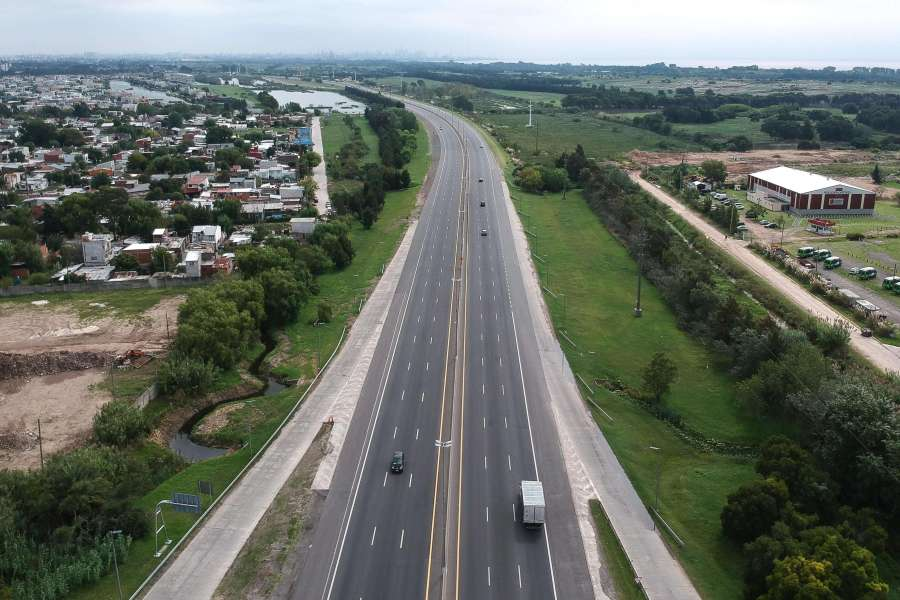 Aerial view of an entrance highway to the City of Buenos Aires. (Photo: EFE)