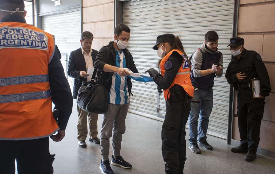 Public transportation may only be used by essential personnel. (Photo: Argentine News)