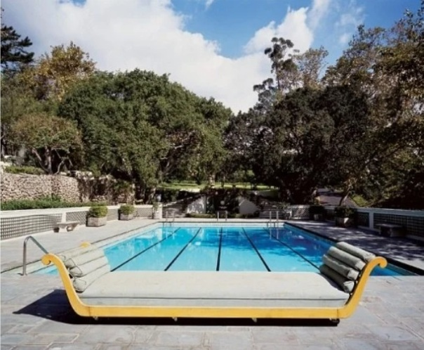 The pool of Jeff Bezos' new mansion in Los Angeles