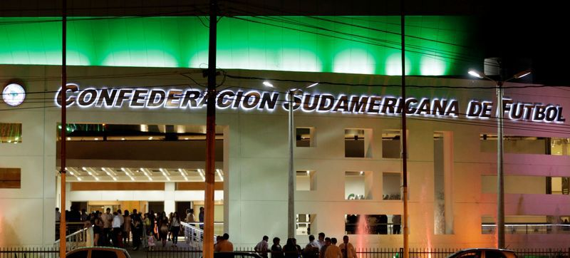 On Friday there was a meeting at the Conmebol headquarters in Luque, in which the member associations voted on the restart date. And eight supported the position he won (REUTERS / Jorge Adorno)