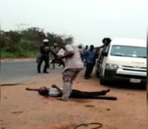 Viral Video Shows Customs Officer Shoot Man Dead Over Alleged N5,000 (SEE VIDEO)