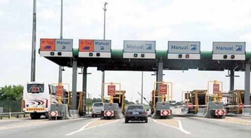 Thousands Stranded As Nigeria Suddenly Shut  Seme Border