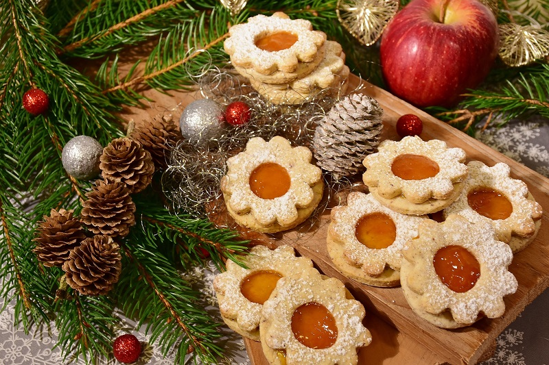We all could use a little help to avoid holiday weight gain during this time of year as it is filled with temptations and amazing smells.
