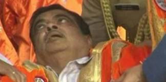 central union minister nitin gadkari faints on stage in Ahmednagar