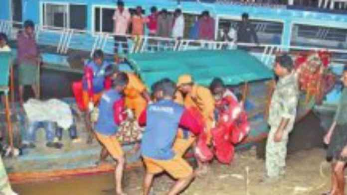 boat-accident-in-devipatnam-of-godavari