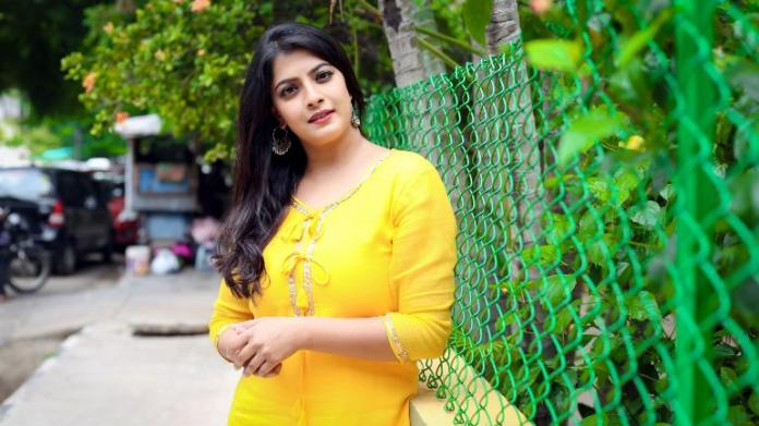 Varalaxmi Sarathkumar denies rumours on her marriage through her twitter account
