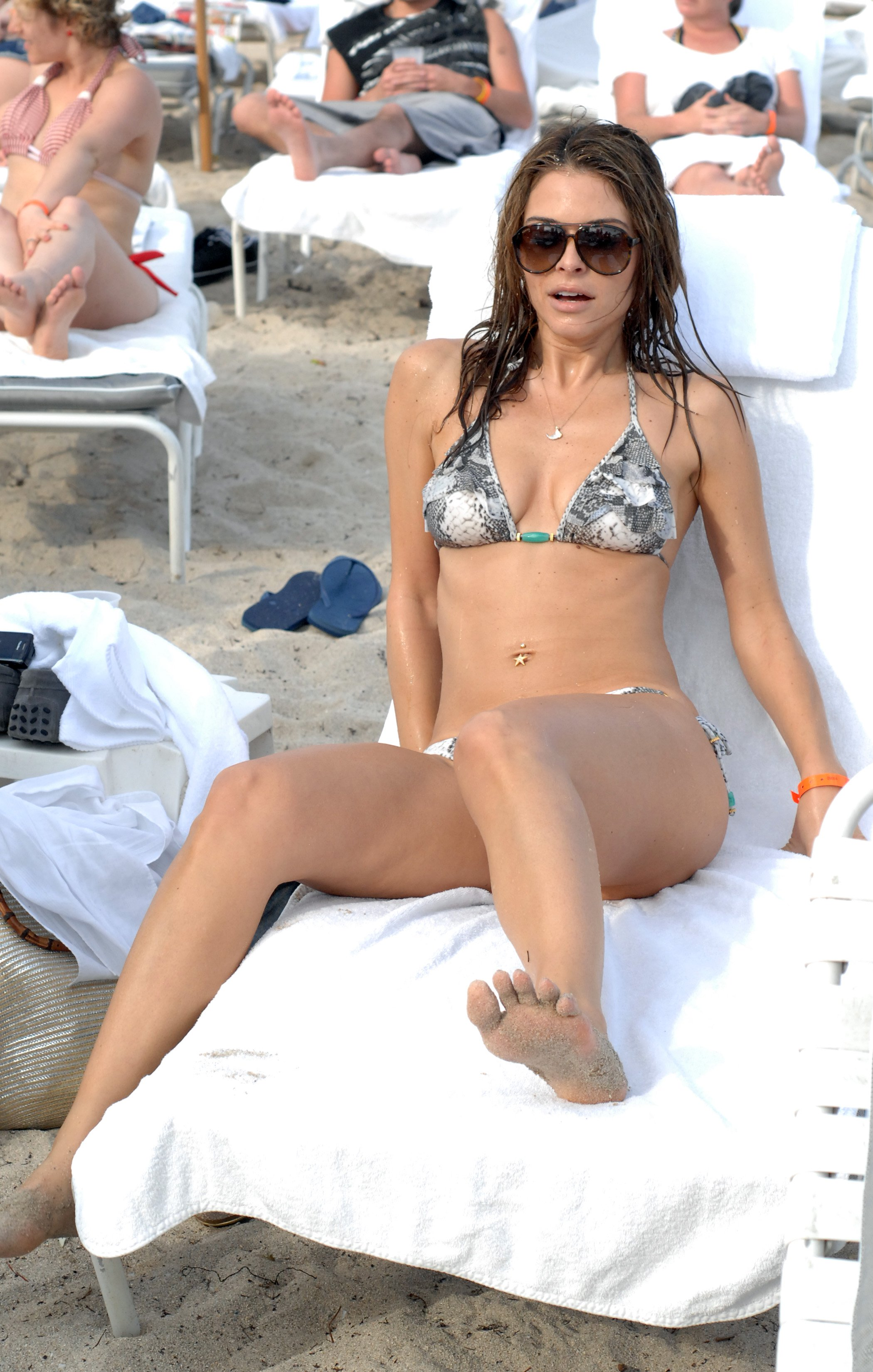 Maria Menounos Shows Off Her Hot Bikini Body On Beach
