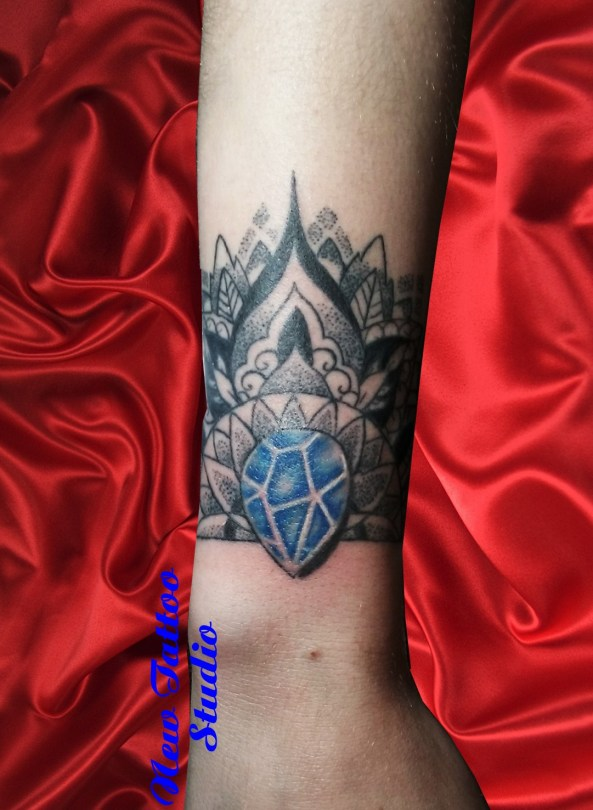 Jewel tattoo - Tatouage poignet mandala