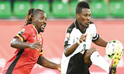 Ghana striker, Gyan, heads to India