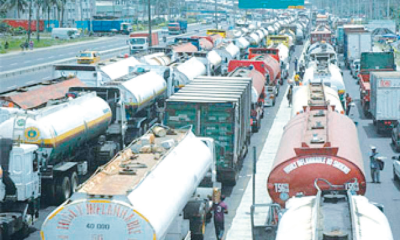 Apapa gridlock: FG mulls 54 parks as holding bays for trucks