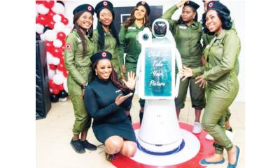 Studio24 unveils  robotic photographer