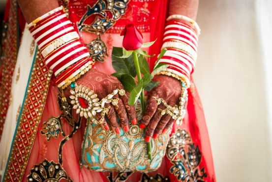 Bride holding clutch - Sayeridiary