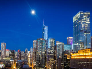 Chicago New Years Eve 2019   Fireworks  Cruises  Parties  Hotels Chicago on new years eve hosts a fantastic fireworks display at the city s  famous Navy Pier and across the city the many top bars  restaurants and  hotels