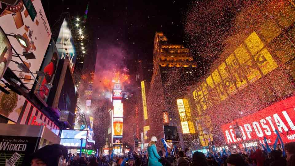 New Year s Eve at Times Square   New York City   New York by Rail New Years Eve Times Square