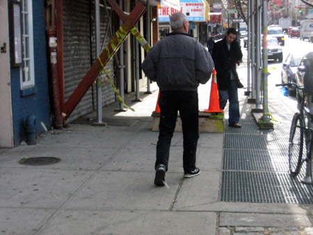 Dude on cellphone, 11:30 a.m. 12/4/07