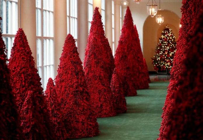 christmas - trump - red
