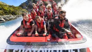 ニュージーランドのジェットボート | ニュージーランドの観光ハイライトとアクティビティ