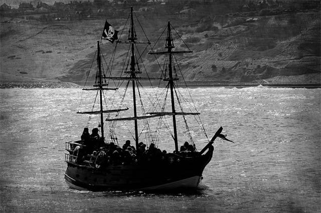 04-piratas