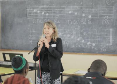 suzanne-teaching-in-zambia