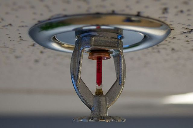 800px-Fire_sprinkler_roof_mount_side_view