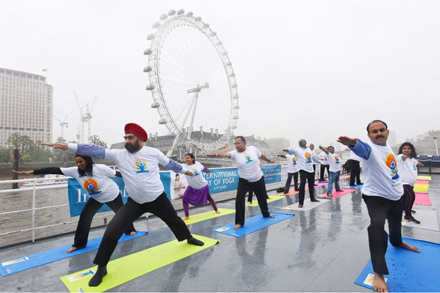 Yoga for all Seasons: Yoga enthusiasts braved the weather to celebrate the spirit of IDY 2016 on River Thames