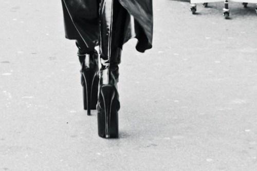 Behind his Heels...yes HIS! / Detras de el y sus tacones...si El! Cristina Valencia