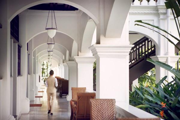 Raffles-Hotel-Singapore-Raffles-Butler-walking