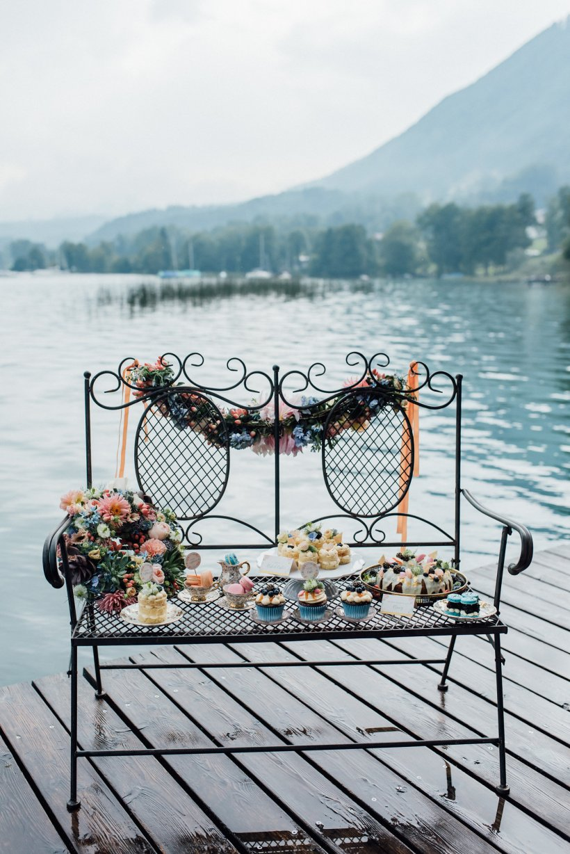 Lakeside Love Styled Shooting: Concept – Wedding Dreams Salzburg, Fotos – Rosa fotografiert, Flowers – Lidwina Blumen, Papeterie – Tiwa Design, Story - Schöngeist