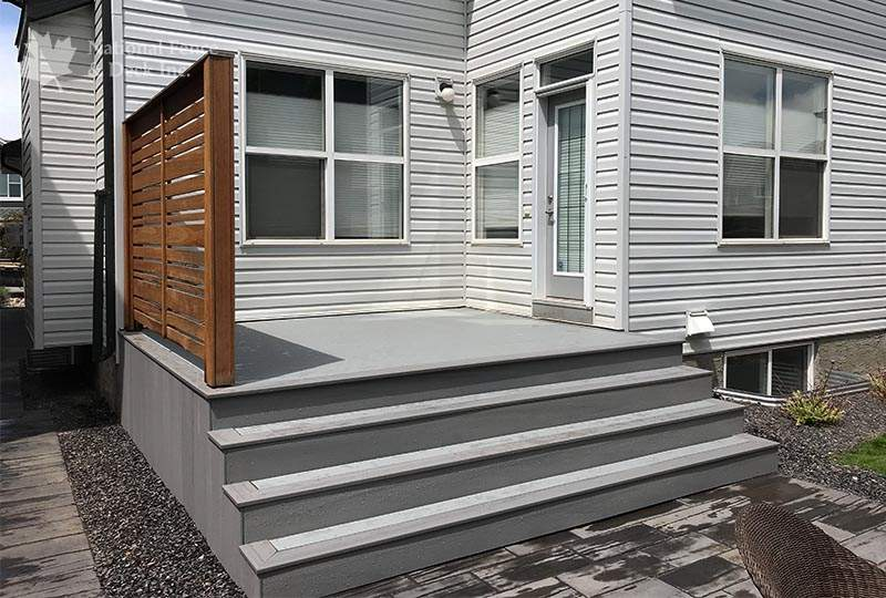 Deck in colors Sea Salt and Stone Ash,
