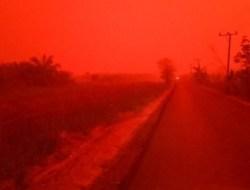 Langit Jambi Memerah Gelap Akibat Kabut Asap, Warga Takut Keluar Rumah