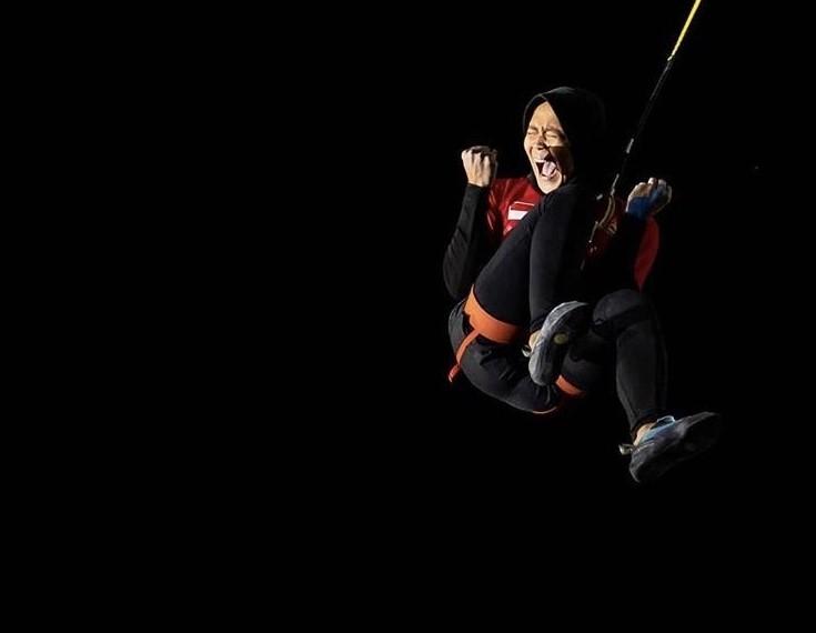 Aries Susanti Atlet Berhijab Yang Pecahkan Rekor Dunia Panjat Tebing