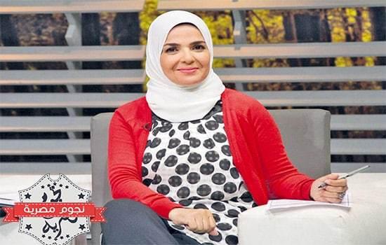 بالصور زوج الفنانة مني عبد الغني رجل الأعمال وابنته ممثلة