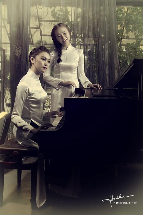 Thiếu nữ bên dương cầm