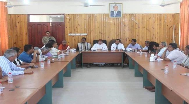السلطة المحلية بالمهرة تعبر عن رفضها لاستهداف المنشآت العامة في عدن