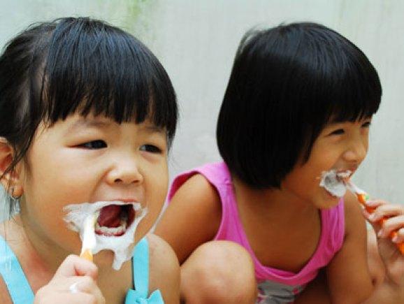 Răng sữa bị đổi màu