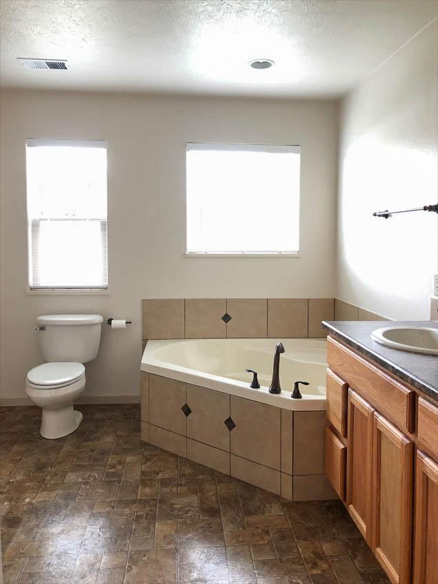 2992 Golden Hawk Master Bathroom