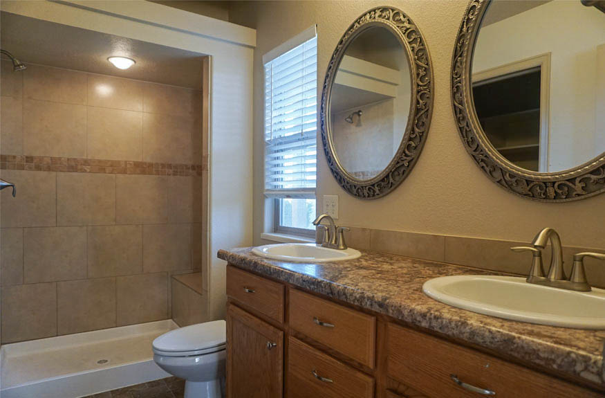 4-piece ensuite master bathroom