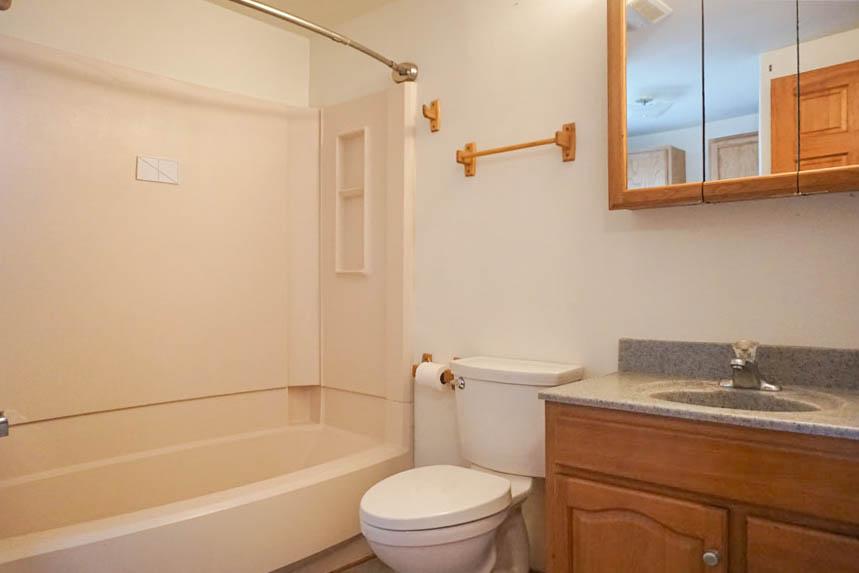 Full bathroom in 3078 Colorado Avenue