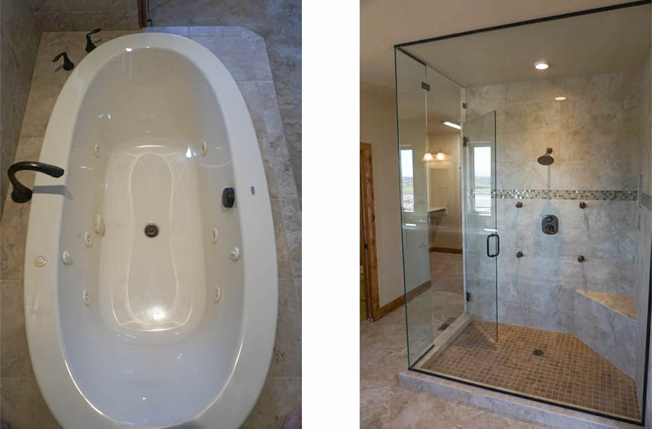 The jetted tub and glass enclosed shower in the master bath of 1485 Adobe Falls Way.