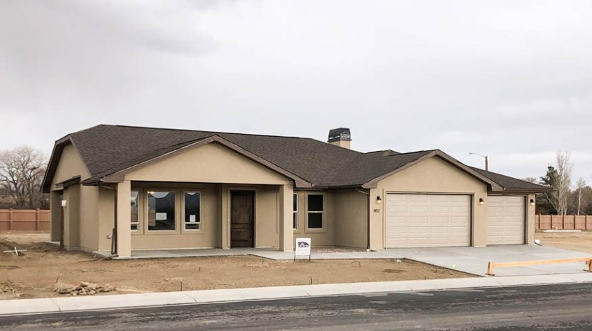 852 Fire Agate is a 3 bedroom, 2 bath home in Emerald Ridge Estates. 1849 square feet with a covered porch, covered back patio, and RV parking.