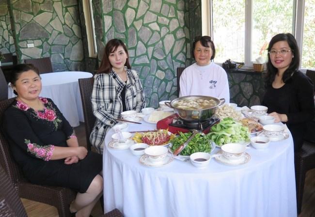 Trường Xuân Resort – Ha, Thao,Mai, Huong