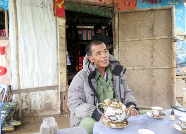 Ông xóm trưởng. Photo: TốngMai