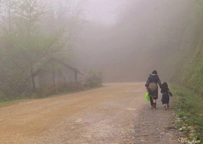 Bóng người trên sườn núi. Photo: TốngMai