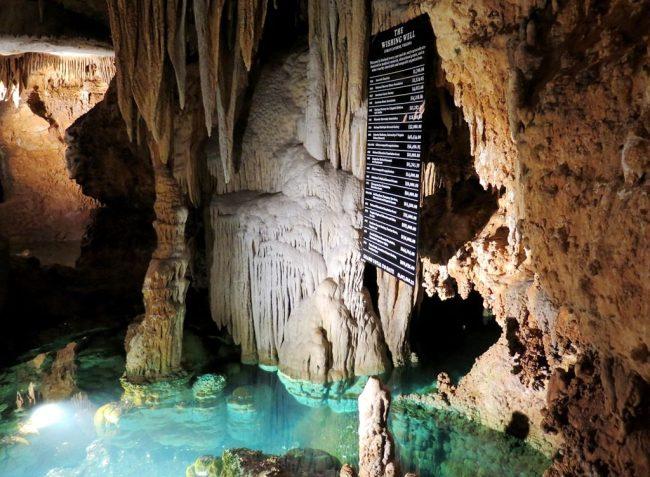 a Hoa va con gai o DC - VA - Luray Caverns2q - Wishing Well