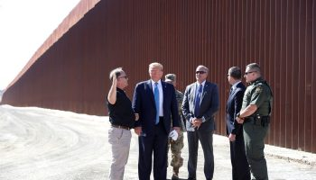 Trump visits border 700x420