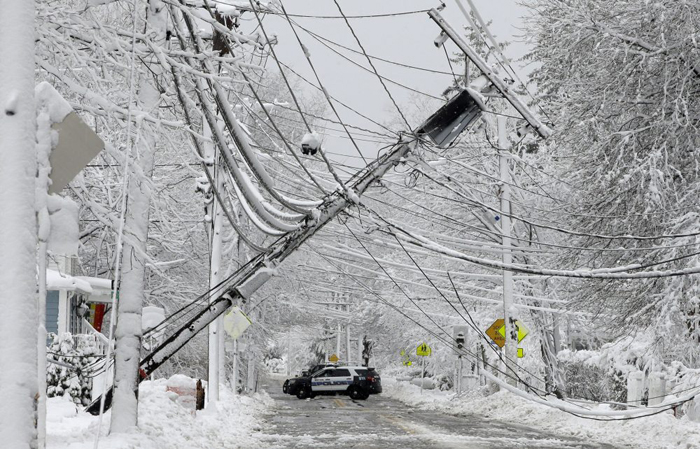 Hundreds of outages reported in NH as storm continues