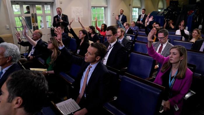 Van Gordon Sauter, ex-CBS News president: 'Liberal leaning' media passes its tipping point