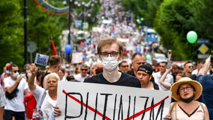 Thousands in Russia border city protest arrest of governor in challenge to Putin