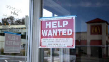 Number of Americans filing for unemployment falls below 1M for first time since pandemic started
